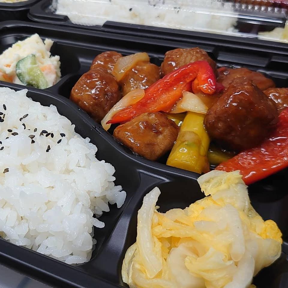 ◎今日のお弁当  ・肉団子の甘酢弁当  ・さばの味噌煮弁当 ・デミたまチキンカツプレート