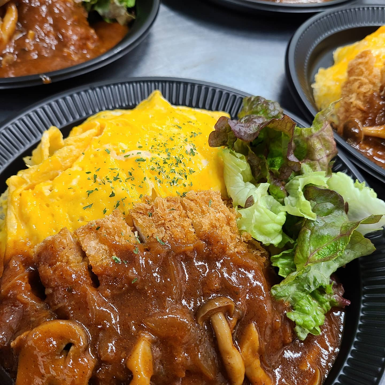 今日のお弁当  ・デミたまチキンカツプレート ・えびチャーハン ・さばの味噌煮弁当 ・麻婆豆腐丼