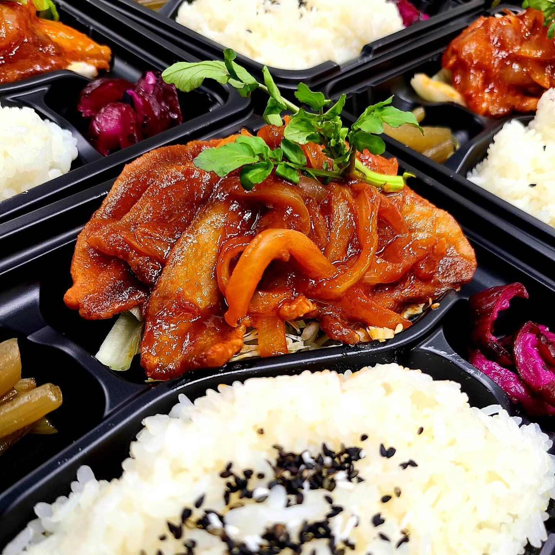 ◎今日のお弁当  ・ポークチャップ弁当  ・しゃけの香草焼き弁当 ・高菜明太チャーハン ・春キャベツとイカのとろとろ丼 ・オムライス