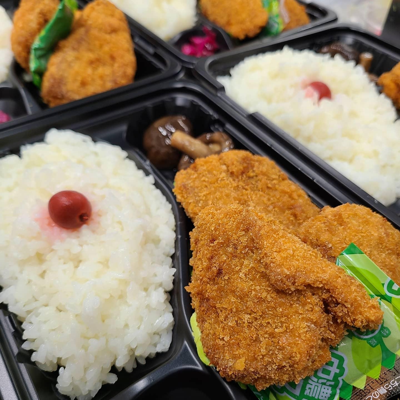 ◎今日のお弁当  ・まぐろカツ弁当 ・豚の冷しゃぶ弁当 ・ハンバーグ弁当 ・イカフライと焼き魚弁当