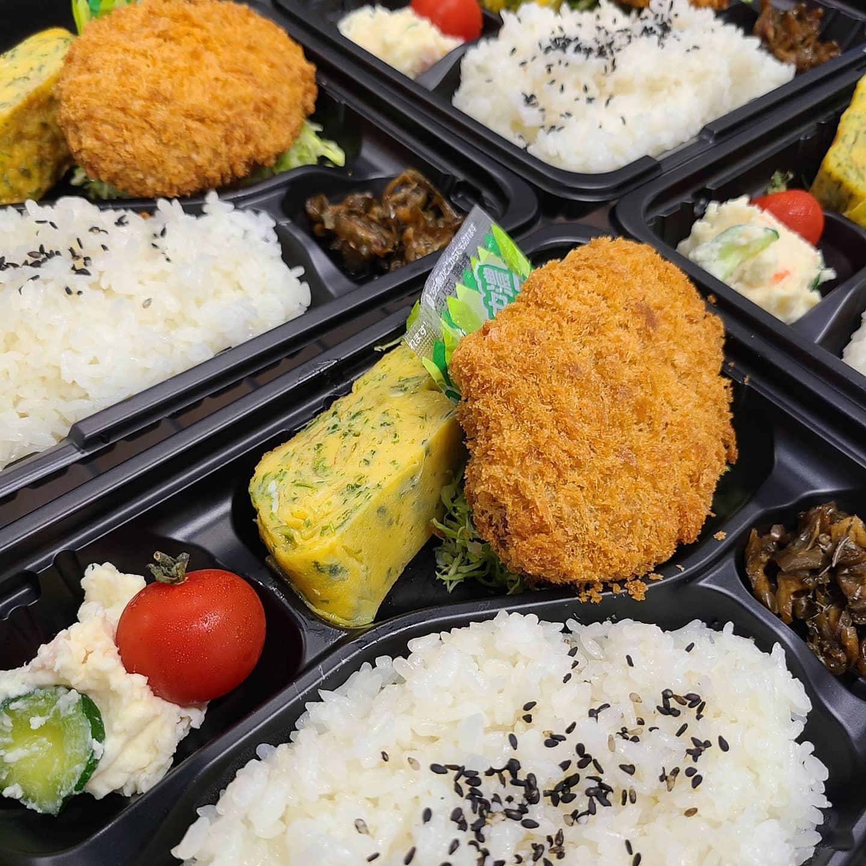 ◎今日のお弁当  ・大きなコロッケ弁当 ・ヒレカツ丼 ・焼き肉弁当 ・サーモンのレモンバターソテー弁当 ・イカと野菜のあんかけ丼