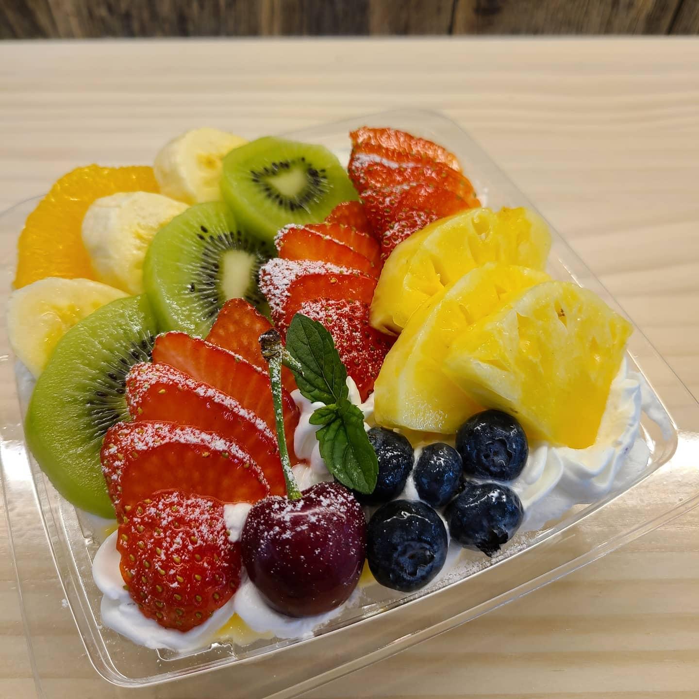 ◎新商品情報  ・八百屋のフルーツプリンアラモード  明日限定で果物を沢山使ったプリンアラモードを販売いたします。  14時から販売いたします。