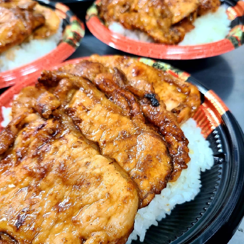 ◎今日のお弁当  ・三元豚の金山寺味噌焼き肉丼 ・鯖の西京焼き弁当 ・空芯菜と豚の炒め物弁当 ・焼き鳥弁当 ・ローストビーフ丼