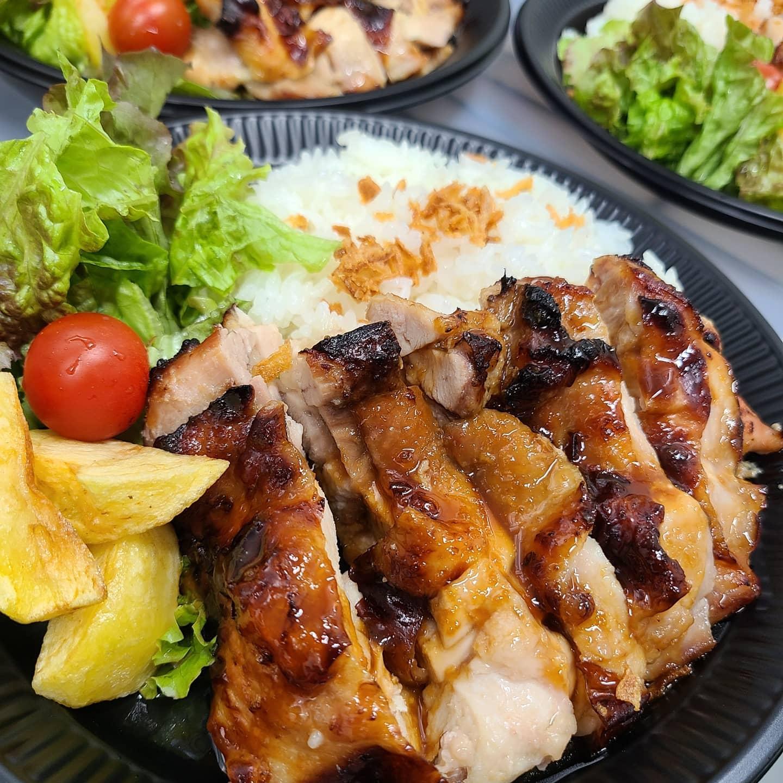 ◎今日のお弁当  ・チキンソテープレート ・大きなとんかつ弁当 ・大人の麻婆豆腐弁当 ・イカ&白身フライ弁当 ・豚の卵とじ丼