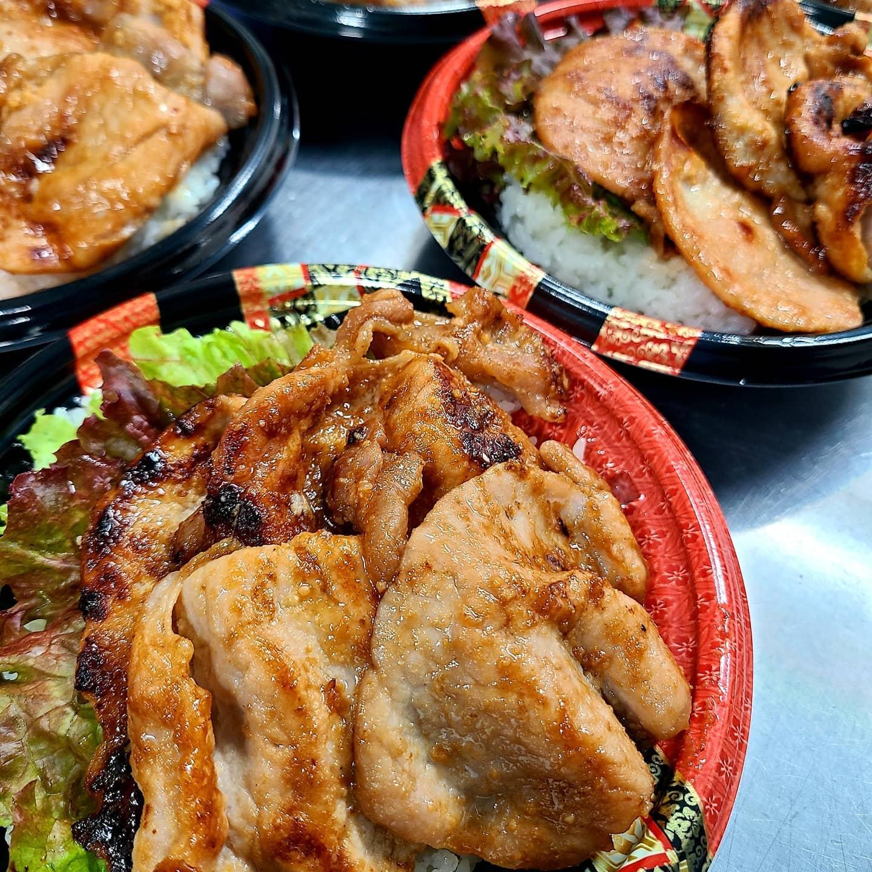 ◎今日のお弁当  ・三元豚の麹味噌焼丼 ・ローストビーフ丼 ・牛サガリの焼肉弁当 ・サバの生姜煮弁当 ・青椒肉絲弁当  ・唐揚げ弁当
