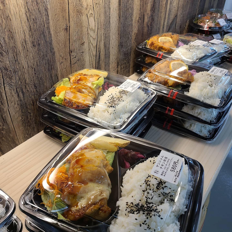 ◎本日のお弁当  ・ローストポーク丼 ・チーズハンバーグ弁当 ・唐揚げ弁当 ・ヤンニョムチキン弁当 ・しゃけたま弁当